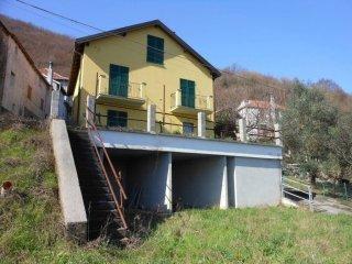 Foto 1 di Villa via Cà di Bruzzi, Ceranesi