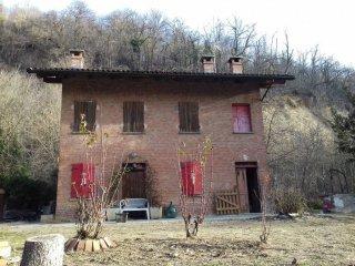 Foto 1 di Villa Frazione Gorzano 185, frazione Gorzano, San Damiano D'asti