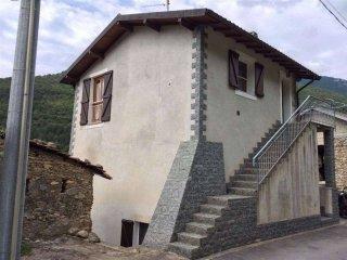 Foto 1 di Villa via bassi, 16, Erli