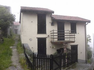 Foto 1 di Casa indipendente Frazione Monte Canne, Isola Del Cantone