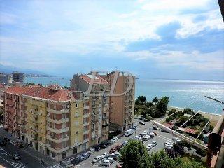 Foto 1 di Quadrilocale via Nizza, Savona (zona Zinola)