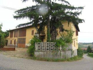 Foto 1 di Casa indipendente via Boschi, 2, Castagnole Delle Lanze