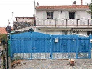 Foto 1 di Bilocale via Poggi, Arnasco