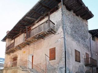 Foto 1 di Rustico / Casale via Pietro Chareun 7, Cesana Torinese