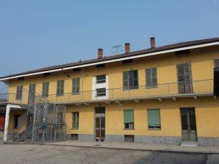 Foto 1 di Palazzo / Stabile via Statale 58, frazione Cinzano, Santa Vittoria D'alba