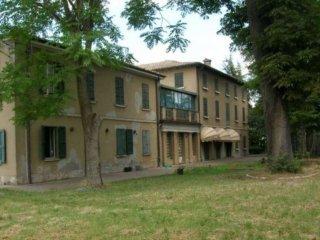 Foto 1 di Villa strada Via Roma 9, frazione Madregolo, Collecchio