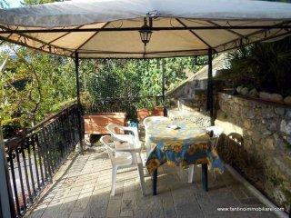 Foto 1 di Trilocale Regione Coasco, Villanova D'albenga