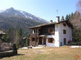 Foto 1 di Villa strada Regionale 45 57, frazione Champoluc-champlan, Ayas