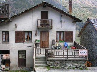 Foto 1 di Villa Route Monsignore J. Obert 25, frazione Lignod, Ayas
