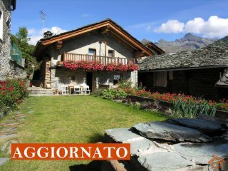 Foto 1 di Villa via Delatraversa 27, frazione Magneaz, Ayas