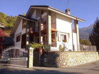 Foto 1 di Villa via Bonaventure Philibert Bornyon, Aosta