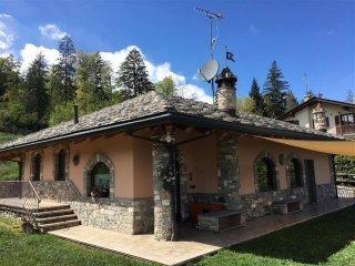 Foto 1 di Villa Località Arpuilles Entrebin 12, Aosta