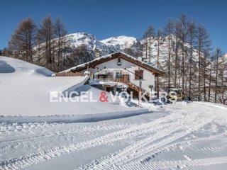 Foto 1 di Villa strada Statale 26 della Valle d'Aosta, La Thuile