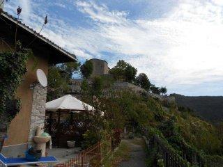 Foto 1 di Bilocale via Castello, Alto
