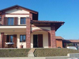 Foto 1 di Villa via Ortolani 39, frazione Vaccheria, Guarene
