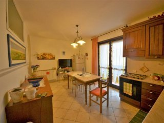 Foto 1 di Villa via Alba 22-24, frazione Borgo, Santa Vittoria D'alba
