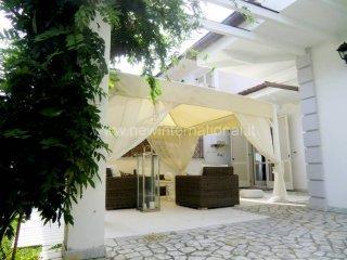 Foto 1 di Villa via Fratelli Rosselli, frazione Cinquale, Montignoso