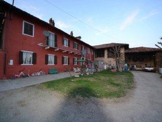 Foto 1 di Rustico / Casale strada Statale 231 192, frazione Lussi, Santa Vittoria D'alba