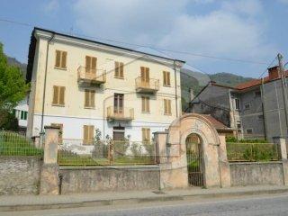 Foto 1 di Palazzo / Stabile corso Galliano Rocco, Pinasca