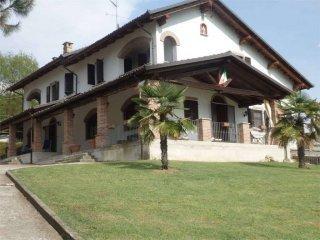 Foto 1 di Villa Località Viatosto, 1-100, Asti