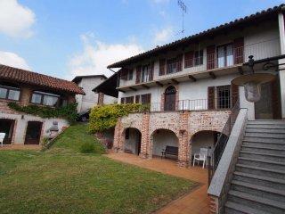 Foto 1 di Casa indipendente via Olivasso 12, Pino D'asti