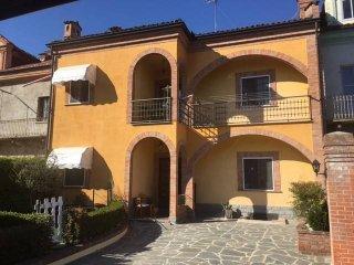 Foto 1 di Villa via Cornale, Magliano Alfieri