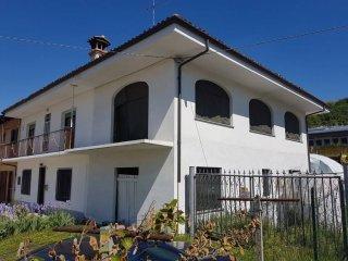 Foto 1 di Villa Fraz. Rossi 50, frazione Rossi, Sommariva Perno