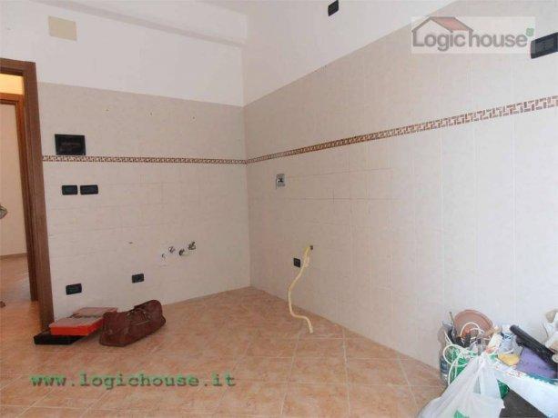 Foto 2 di Trilocale via pippo garibaldi, Savona
