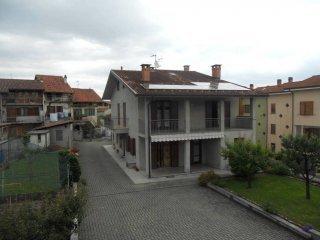 Foto 1 di Casa indipendente via Principe Amedeo 1, Romano Canavese
