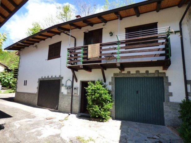Moiola, casa con due appartamenti e box auto