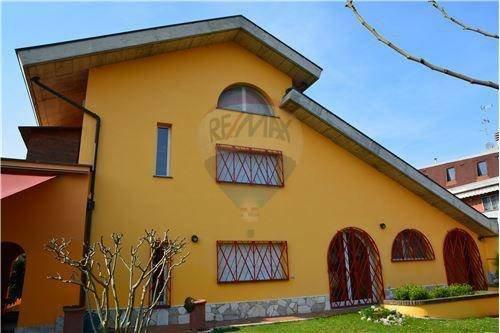 Foto 2 di Villa viale della Repubblica, 88, Valenza