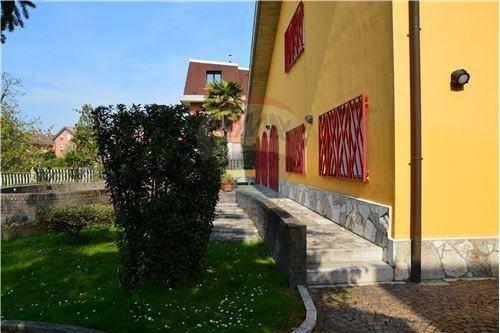 Foto 4 di Villa viale della Repubblica, 88, Valenza