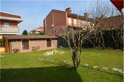Foto 13 di Villa viale della Repubblica, 88, Valenza