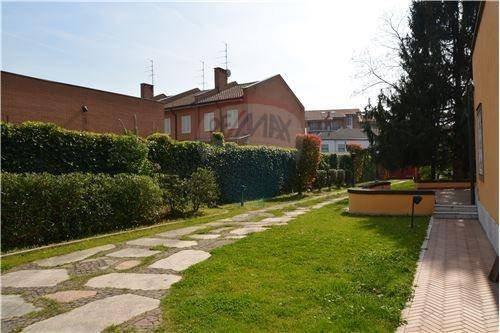 Foto 18 di Villa viale della Repubblica, 88, Valenza