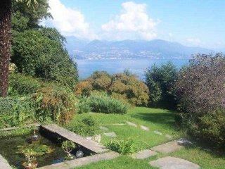 Foto 1 di Villa strada Statale 33, 14, Stresa
