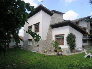 Foto 1 di Villa strada Ragazzi 99, 25, Asti