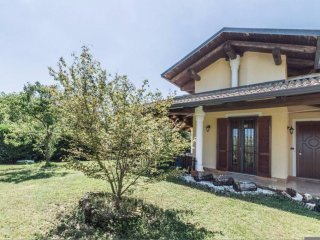 Foto 1 di Villa a Schiera via Babiasso, 12, Front