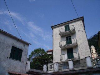 Foto 1 di Palazzo / Stabile Genova (zona Sestri Ponente)