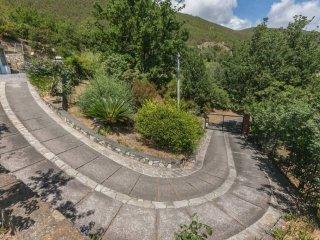 Foto 1 di Villa via Del Salice, 7, Varazze