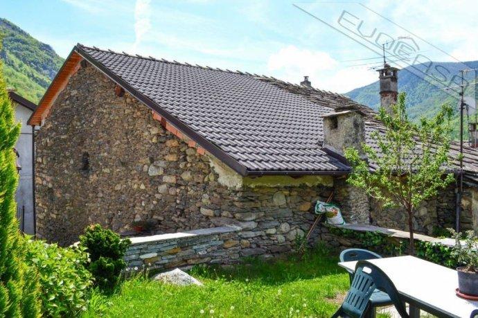 Foto 1 di Rustico / Casale Frazione Castel del Bosco 118, Roure