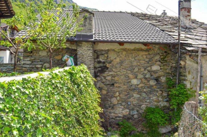 Foto 2 di Rustico / Casale Frazione Castel del Bosco 118, Roure