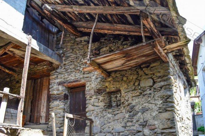 Foto 6 di Rustico / Casale Frazione Castel del Bosco 118, Roure