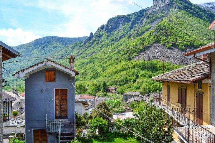 Foto 19 di Rustico / Casale Frazione Castel del Bosco 118, Roure