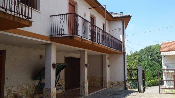Foto 2 di Villa Borgo Superiore Lussito 29, frazione Lussito, Acqui Terme