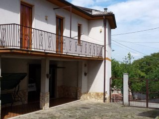 Foto 1 di Villa Borgo Superiore Lussito 29, frazione Lussito, Acqui Terme