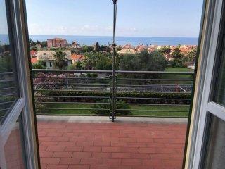 Foto 1 di Villa via Trento e Trieste, Borgio Verezzi