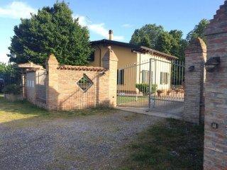Foto 1 di Villa via Fiumicello, Minerbio