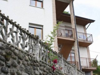Foto 1 di Villa via Ripalta, Borghetto Di Vara