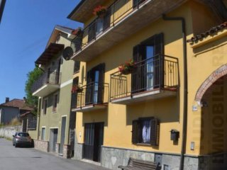 Foto 1 di Palazzo / Stabile via Giuseppe Basteris 108, Bagnasco