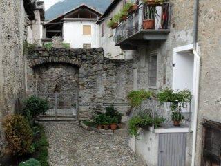 Foto 1 di Trilocale via Ghibellini 5, frazione Castionetto, Chiuro